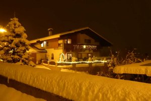 apartments_stubaital_winter_nacht.jpg